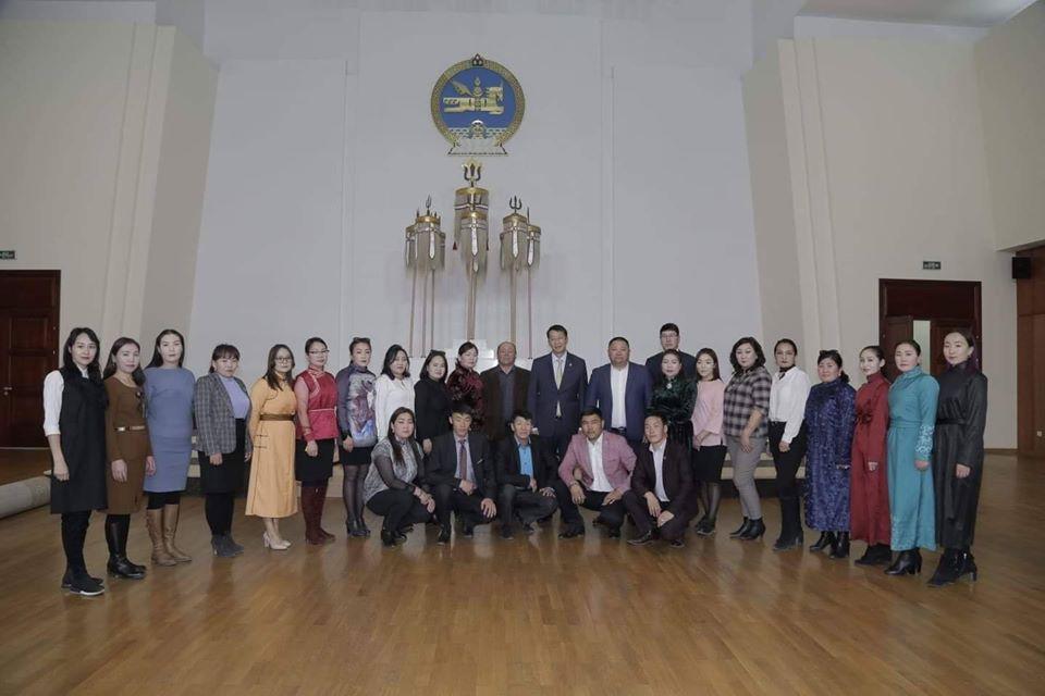 Хөвсгөл аймгийн бүх ЕБС-ийн нийгмийн ажилтнууд Төрийн ордноор зочиллоо